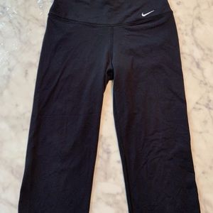 Black nike yoga Capri -small